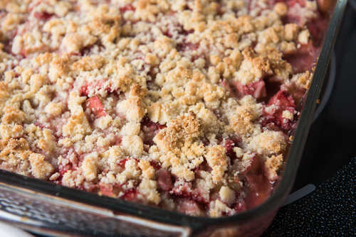 shutterstock_rhubarb and strawberry crisp